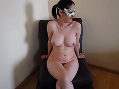 Doodhwali punjabi bhabhi getting her clothes off to get naked